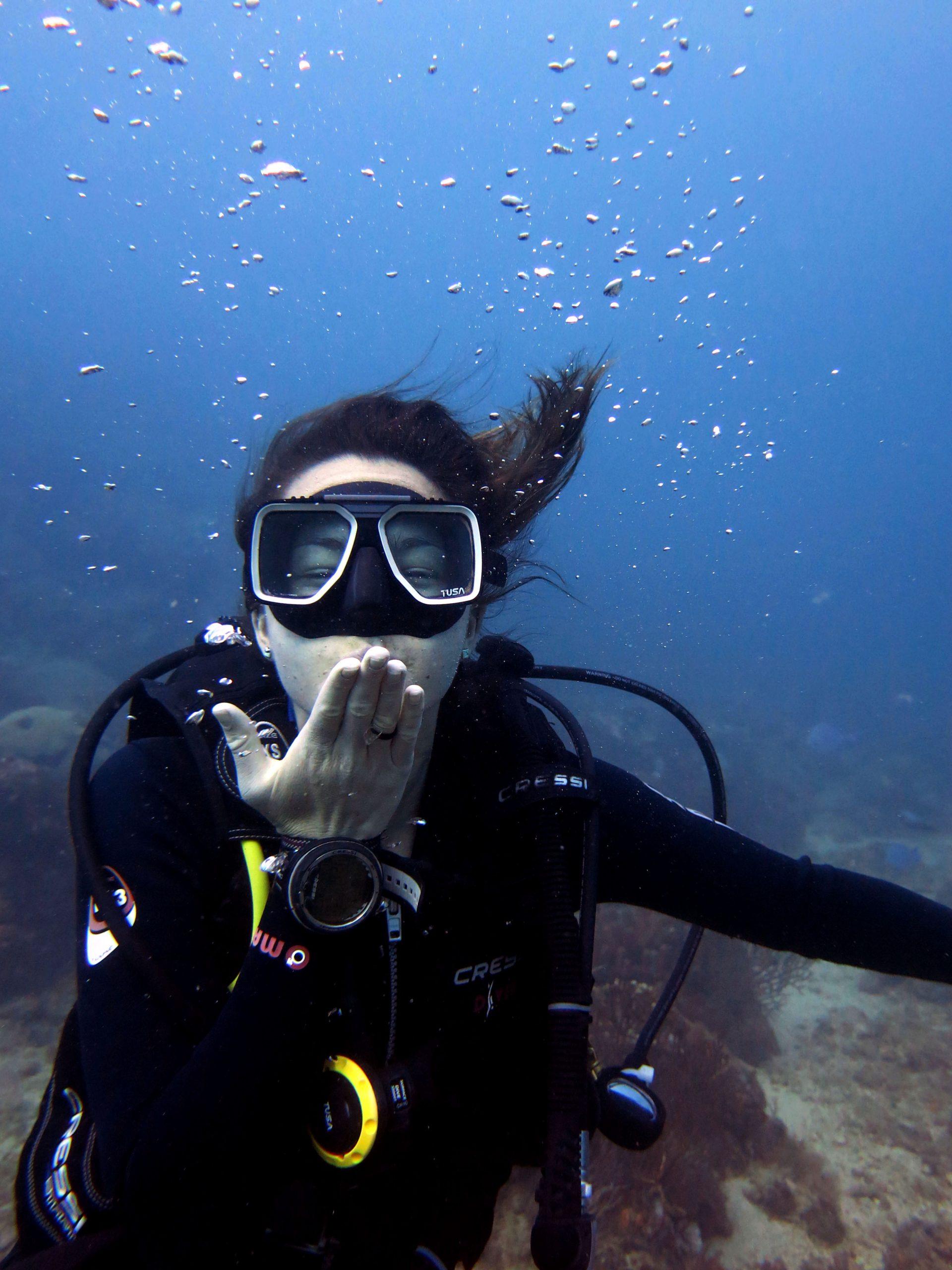 diver-girl-buceando-tauchen